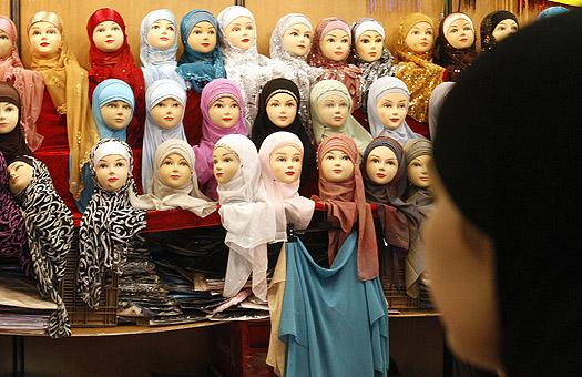 В Ташкенте запретили продажу мусульманских платков