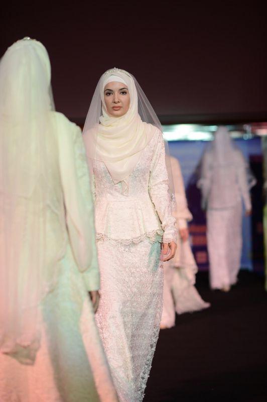 Мусульманские Пышные Свадебные Платья. В Москве прошел показ новых колл