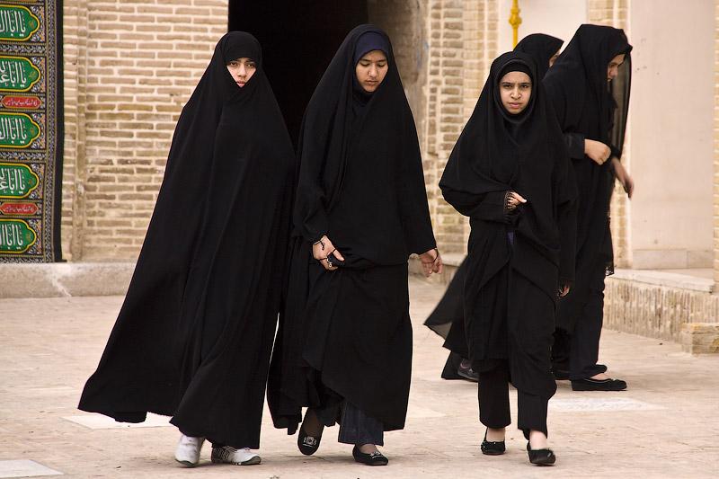 Картинки по запросу одежды женщин в иран